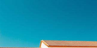 Na co zwrócić uwagę kryjąc dom blachodachówką